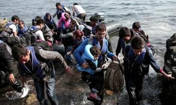 Syrian-refugees-landing.jpg